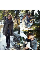 heather gray reserved scarf - charcoal gray Deichmann boots