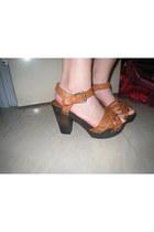 crimson H&M sandals