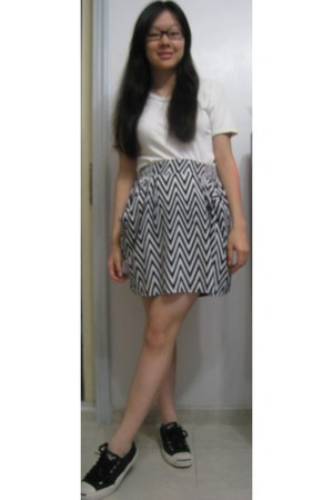 unknown brand t-shirt - H&M skirt