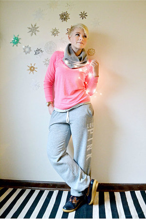 salmon neon victorias secret pink top - navy REI boots - silver H&M scarf