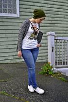 white pug Zara t-shirt - army green beanie Topshop hat