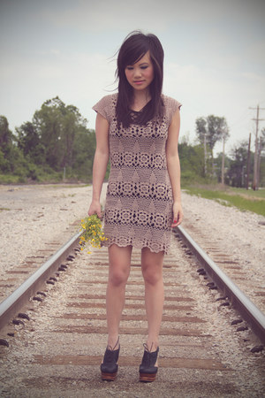 light brown crochet Forever 21 dress - black H&M top - black benched Jeffrey Cam