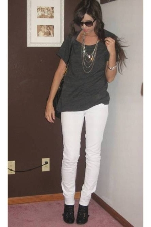forever 21 t-shirt - forever 21 necklace - American Eagle jeans - Nine West boot