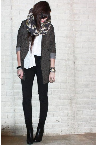 gray floral H&amp;M scarf - black bootie Steve Madden shoes