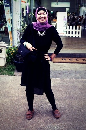 Mignon dress - plain black tights - camera bag Canon bag - Aiden Hes bracelet