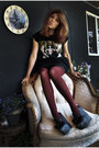 Black-beyonce-thifted-shirt-crimson-striped-forever-21-tights