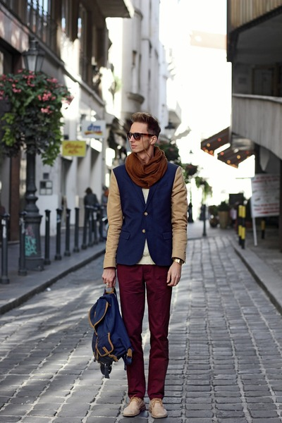bronze H&M Trend blazer - navy backpack Springfield bag - brick red H&M pants