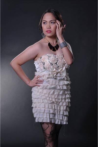 ivory tiered ruffles dress - fishnet stockings - necklace - bracelet