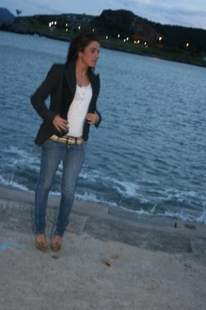 beige belt - beige shoes - white jeans - t-shirt - black jacket