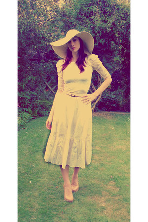 beige wide brimmed Primark hat - cream high-waisted handmade skirt