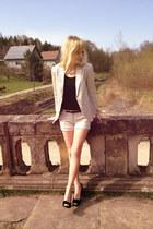 black Deichmann heels - beige house blazer - beige Bershka shorts