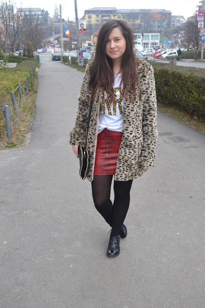 ruby red New Yorker skirt - light brown Pull & Bear coat