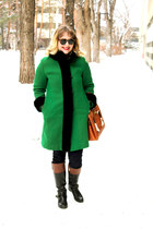 green wool vintage coat - black leather jockey Bandolino boots