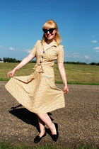yellow cotton Tara Starlet dress - black cat eye vintage sunglasses