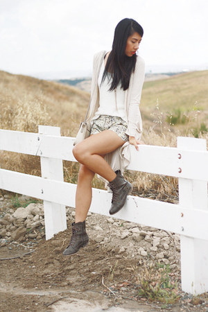 heather gray H&amp;M shorts - brown Diba Diba boots - white H&amp;M top