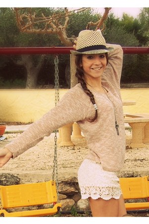 BLANCO shorts - pull&bear hat - pull&bear jumper - Forever 21 accessories