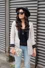 Light-blue-american-eagle-jeans-black-forever-21-hat-off-white-h-m-blazer