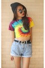 Denim-levis-shorts-gold-tie-dye-t-shirt