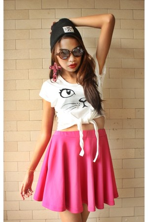 skater skirt skirt - print shirt - round Ray Ban sunglasses - beanie accessories