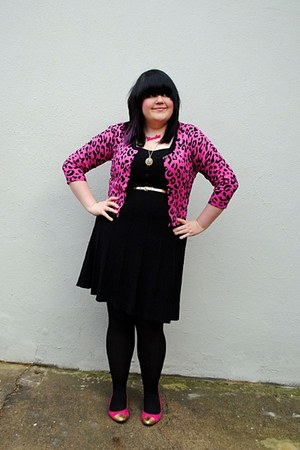 hot pink gold tipped flats - black Primark dress