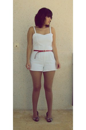 white Oysho shorts - black new look shoes - red vintage belt
