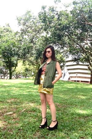H&M skirt - tiger print Muserunway shirt - Zara vest