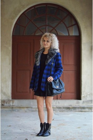 blue plaid second hand coat - black zip new look boots
