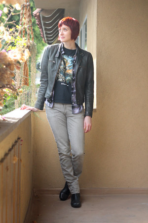 black Clarks boots - gray H&M jeans - black leather Nine West jacket