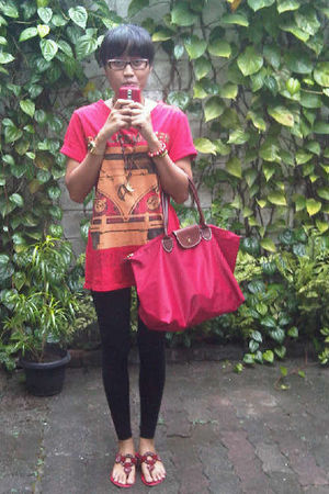 red t-shirt - black leggings - red accessories - red shoes