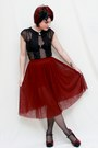 Maroon-tulle-skirt-black-lilly-shirt-black-charlotte-russe-heels
