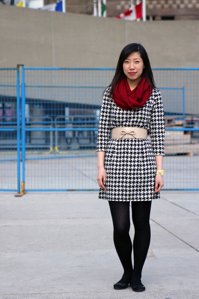 black H&amp;M dress - ruby red Forever 21 scarf - beige H&amp;M belt