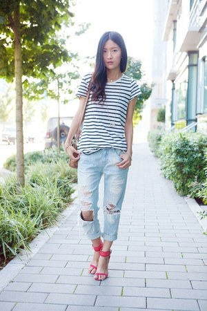 light blue jeans - black top - red Zara heels