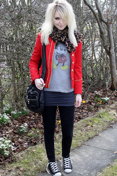 red vintage jacket - gray Urban Outfitters t-shirt