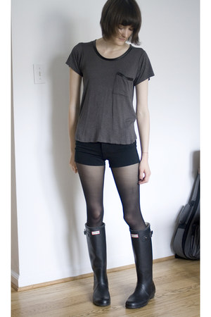 black original tall Hunter boots - gray cha cha vente shirt - black DKNY tights