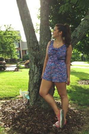navy paisley Forever 21 romper - salmon Converse shoes