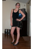 black Nine West purse - blue heels - black skirt - black top