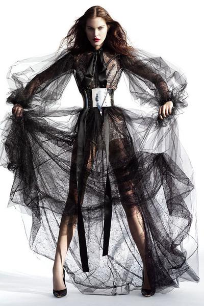 black dress - black heels - silver belt