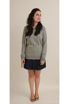 heather gray Old Navy sweatshirt