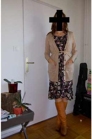 La Redoute boots - Naf Naf dress - Zara belt - H&M cardigan