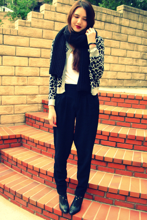 H&M sweater - Urban Outfitters top - vintage DIY pants - H&M scarf - banana repu