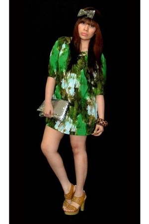 belt - green tunic dress