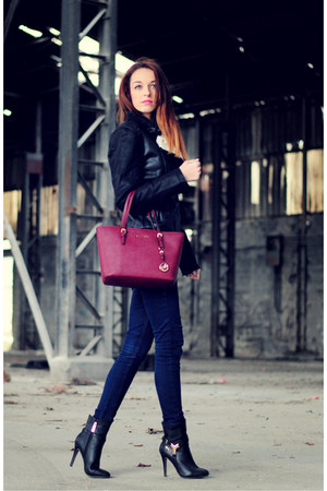 brick red bag Michael Kors bag - black booties trendy too boots