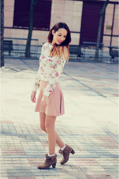 light pink skirt Stradivarius skirt - camel booties xti boots