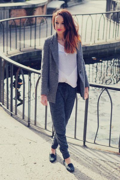 gray VJ-style coat - off white choiescom t-shirt - dark gray Ikks pants
