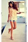 Jeans-stradivarius-shorts-crochet-miss-iny-blouse-zara-flats