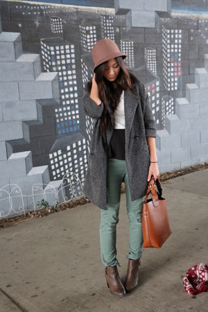 white mountain boots - Urban Outfitters coat - cloche Ebay hat - Zara bag