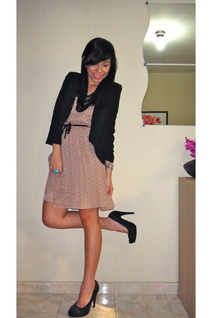 boutique pumps - lola dress - Forever 21 blazer - Aldo necklace