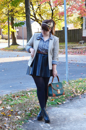 forest green Dooney & Bourke bag - black Jeffrey Campbell boots
