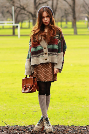 dark brown vintage bag - eggshell Jeffrey Campbell boots