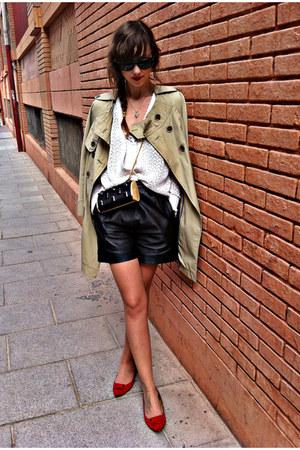 black vintage shorts - tan vintage coat - black hazel purse
